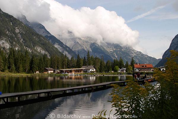 Leutasch Austria  city images : Leutaschtal Berglandschaft über Weidachsee zwischen Gipfeln in Wolken ...