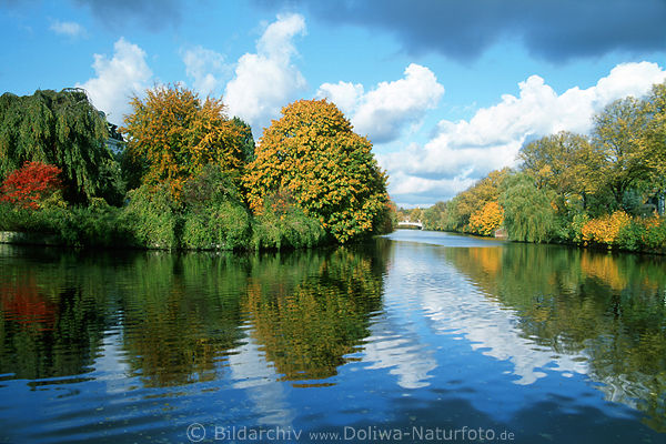hamburg alsterkanal herbst b ume wolken stimmung am blauhimmel blauwasser spiegelung foto. Black Bedroom Furniture Sets. Home Design Ideas