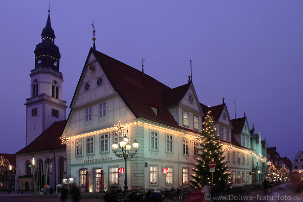 celle altes rathaus nachtfoto mit weihnachtsbaum am markt. Black Bedroom Furniture Sets. Home Design Ideas
