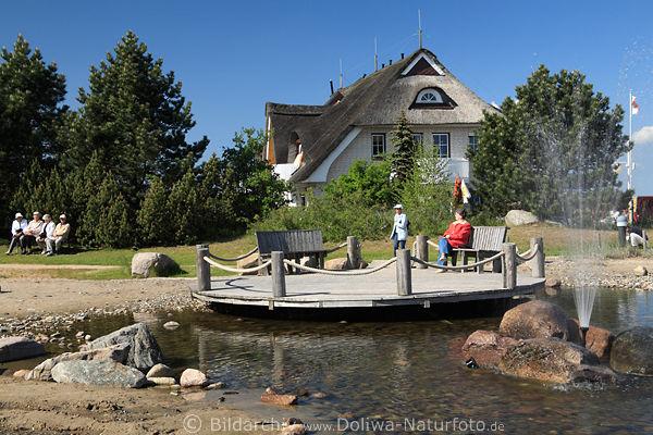 Seebad Dahme Feriengäste Foto Senioren Erholung am Teich