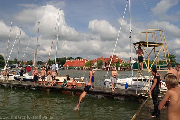 Baden & Badespass Foto bei Wasserspringen, Jugendliche ...