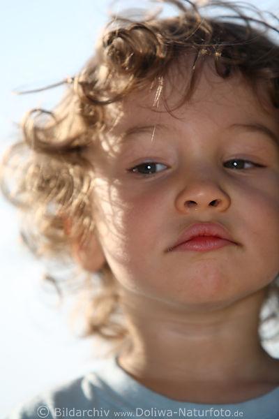 Junge Mit Locken Kind Sprossling Gesicht Nachwuchs
