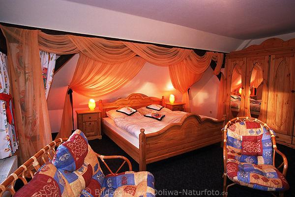 Raumeinrichtung  Hotelsuite Foto Zimmerausstattung Bett rustikale Raumeinrichtung ...