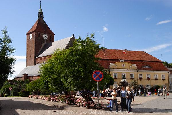 r genwalde darlowo reise fotos mit reisetips marienkirche am marktplatz mit springbrunnen. Black Bedroom Furniture Sets. Home Design Ideas