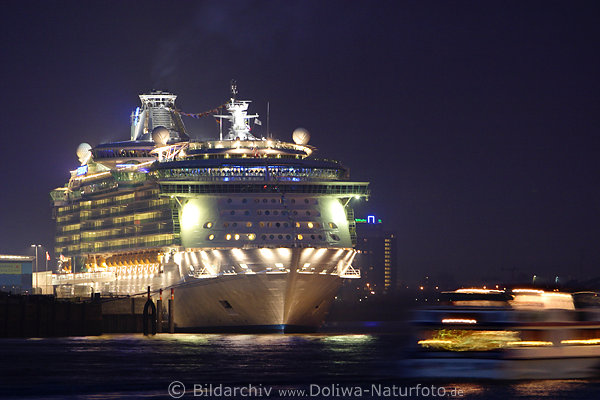 freedom of the seas abend blaulichter kreuzfahrtschiff